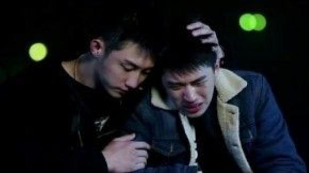 Những giọt nước mắt của Lạc Nhân khiến nhiều fan đau lòng.
