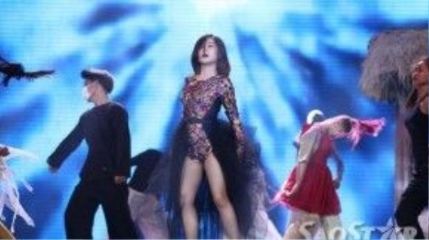 Hương Tràm chọn ca khúc Papa của Dương Khắc Linh trong đêm loại mang tính quyết định này. Nữ ca sĩ đã phải nhờ đến sự trợ giúp của đạo diễn âm nhạc - nhạc sĩ Hồ Hoài Anh để trình bày tốt ca khúc này.