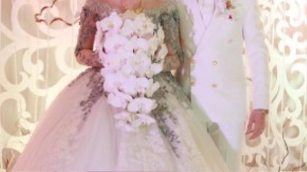 Ca sĩ trẻ Nam Cường bất ngờ làm đám cưới bí mật cùng bạn gái Phương Thảo.