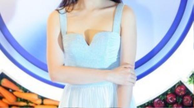 Không ăn mặc cầu kỳ nhưng Thùy Lâm vẫn gây ấn tượng với vẻ đẹp sang trọng.