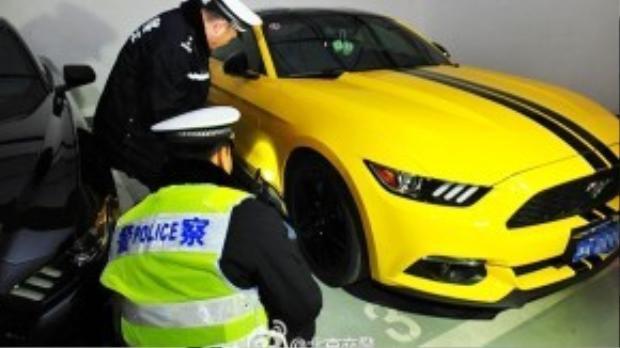 """Tối ngày 11/3, tại bãi xe dưới tầng hầm của tòa nhà Galaxy Soho, các tay chơi Bắc Kinh đã tổ chức ngày hội """"siêu xế độ"""". Trong lúc cuộc vui đang diễn ra, lực lượng cảnh sát bất ngờ ập vào, tiến hành kiểm tra hành chính."""
