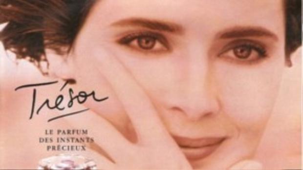 Bà Isabella Rossellini trong quảng cáo của Lancôme 33 năm về trước.