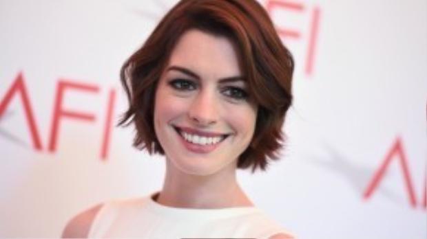 Hơn 10 năm trôi qua nhưng nhan sắc của Anne Hathaway vẫn còn tươi tắn, mặn mà.