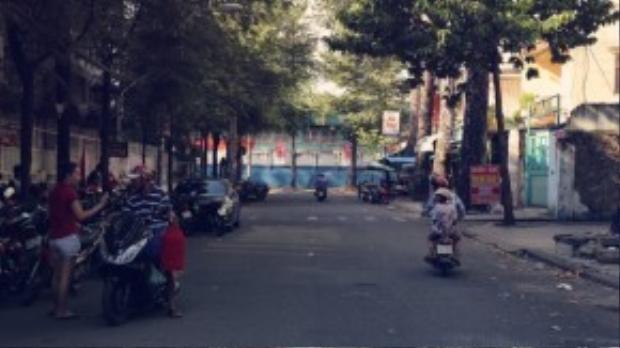 Đường bị giới hạn bởi đường Nguyễn Chí Thanh và Đào Duy Từ, ngay đối diện là nhà máy Bia Sài Gòn.