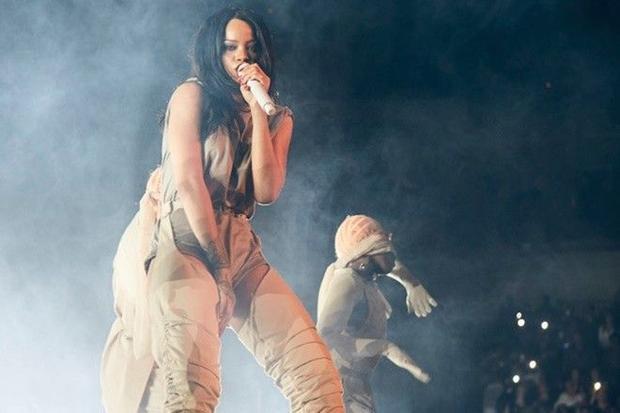 Không những không thất bại, Rihanna còn thống trị BXH Billboard 4 tuần liên tiếp