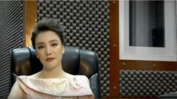 Hồ Quỳnh Hương trong clip hát ca khúc mới của nhạc sĩ Thanh Tùng.