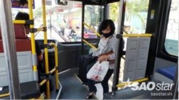 """Xe buýt """"5 sao"""" đầu tiên của Sài Gòn hoạt động dừng đón trên tất cả các trạm xe mà lộ trình đi qua."""