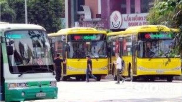 Màu sắc của xe được đánh giá là khá nổi bật, đẹp hơn hai màu chủ đạo của xe buýt trước đây là xanh da trời và xanh lá cây. Lượt về của xe : Sân bay Tân Sơn Nhất (ga Quốc tế) - ga Quốc nội - Trường Sơn - Trần Quốc Hoàn - Vòng xoay Lăng Cha Cả - Hoàng Văn Thụ - Nguyễn Văn Trỗi - Nam Kỳ Khởi Nghĩa - Nguyễn Đình Chiểu - Cách Mạng Tháng 8 - Phạm Hồng Thái - Lê Lai - Vòng xoay Bến Thành - Trạm Bến Thành - Phạm Ngũ Lão - Công viên 23 Tháng 9.
