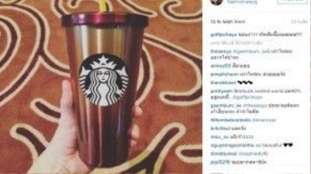 Anh chàng cũng rất chịu khó sưu tầm các mẫu ly mới của thương hiệu cà phê này.