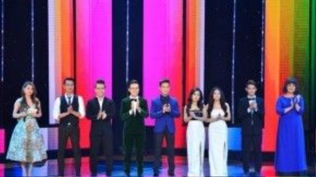 Trước đó, đây là đội hình 8 thí sinh bước vào vòng thi Thách đấu của đội HLV Quang Dũng.