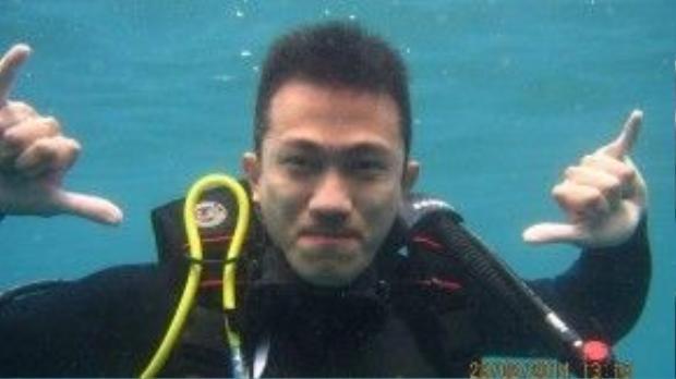 """Anh chàng Criss Lai - người bạn đồng hành của ca sĩ Hương Giang Idol trong """"Cuộc đua kỳ thú"""" cũng đã chinh phục thành công bộ mônlặn biển."""