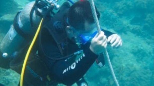Sau khi thành thạo, lớp học sẽ cùng nhau ra biển lặn thực tế trong 2 ngày, mỗi ngày 4 ca, mỗi ca 1tiếng đồng hồ. Đây là chương trình huấn luyện dành cho lớp lặnmức độ căn bản nhất.