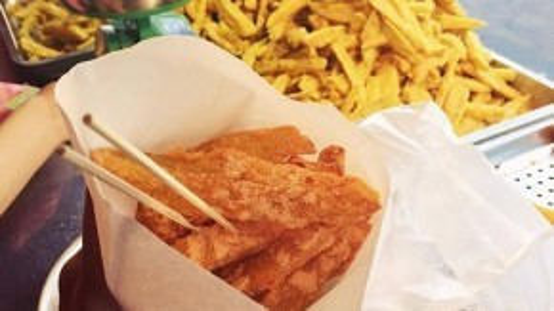 Một phần khoai lang lắc ba vị phô mai, xí muội hoặc rong biển có trọng lượng 250gram giá chỉ 20 nghìn đồng.