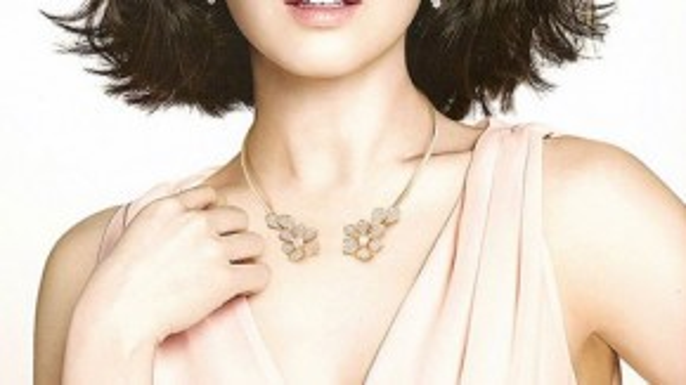Với kiểu tóc này dù bạn trang điểm theo phong cách nào cũng hợp, với cô son môi màu nude là một lựa chọn trong rất nhiều lựa chọn khác.