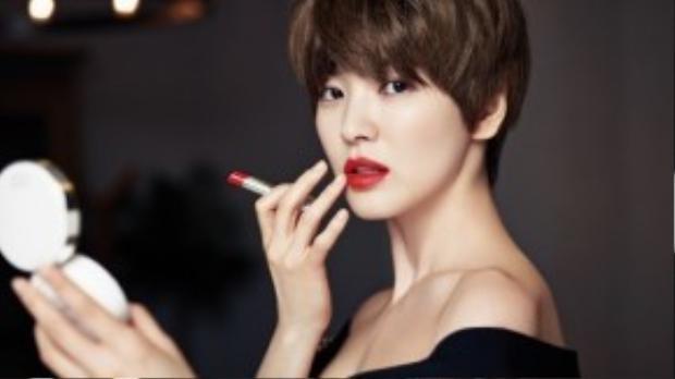 Mái tóc cá tính, không phải ai cũng có thể để được lại khiến Song Hye Kyo đẹp đến hoang dại.