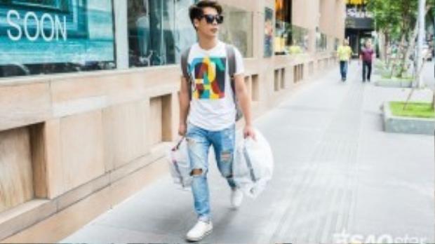 Travis Nguyễn bận rộn đi mua đồ chuẩn bị đồ diễn cho Noo , ngoài ra anh cũng chính là người stylist cho chàng Bắp. Dù không được vào chung kết nhưng dấu ấn về thời trang của Ngô Kiến Huy luôn đỉnh trong lòng fan của The Remix.