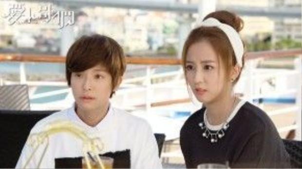 Ngoại hình xinh đẹp của cô em họ Phạm Tiểu Tinh (phải)