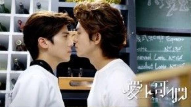 Tử Phong dằn vặt vì nghĩ mình bị gay, tới tìm Vệ Thanh Dương để thử nghiệm.