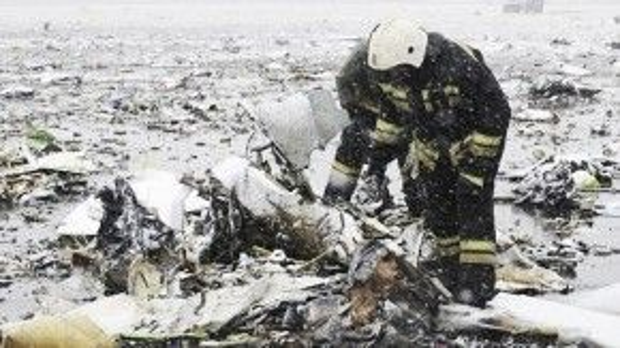 Trong buổi sáng ngày 19/3, lực lượng khẩn cấp Nga đã cố gắng thu dọn những mảnh vỡ tại hiện trường máy bay gặp nạn. Những bức ảnh được chụp lại cho thấy máy bay vỡ vụn.
