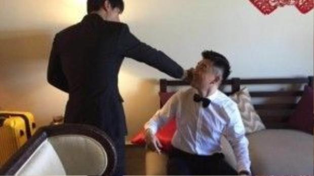 Trần Chí Bằng và Tô Hữu Bằng trêu đùa với nhau.