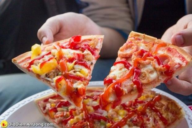 Bất ngờ trước pizza vỉa hè ngon chẳng kém quán sang