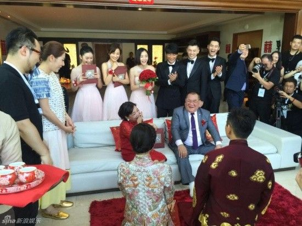 Lưu Thi Thi tình tứ bón thức ăn cho Ngô Kỳ Long trong lễ rước dâu