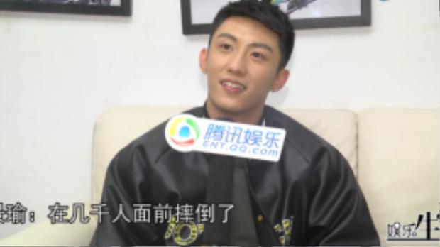Hoàng Cảnh Du nói về tin đồn yêu đương. Khẳng định là trai thẳng.