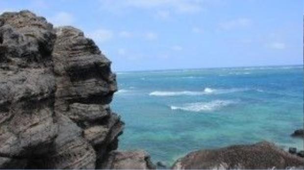 Mũi Doi là một mỏm đất nhô ra khỏi bờ biển, tiếng địa phương gọi là doi đất, nghĩa là dôi ra, dư ra.