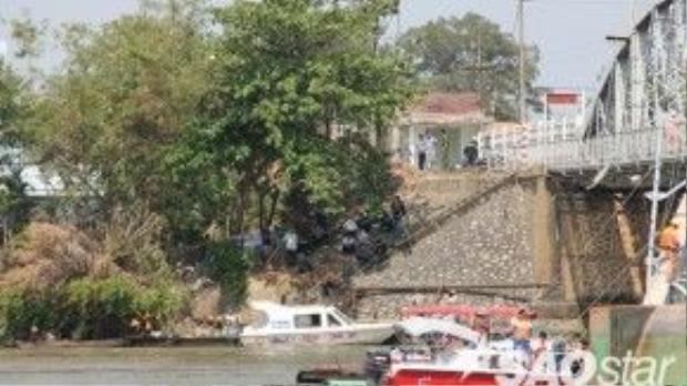 5 ca nô cứu hộ cùng nhiều tàu hỗ trợ của tỉnh Đồng Nai được triển khai đến hiện trường. Đến chiều cùng ngày, lực lượng cứu hộ TP HCM được điều động đến chi viện cho tỉnh Đồng Nai.