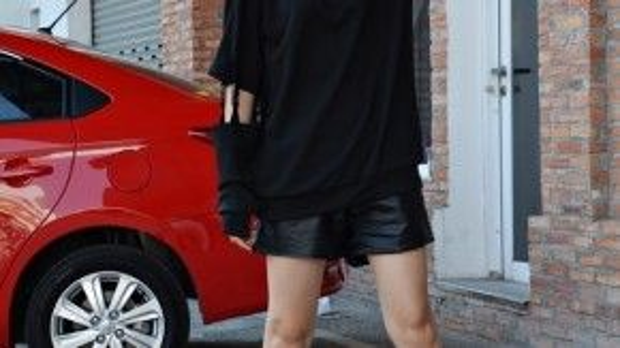 Jade Nguyễn năng động cùng phong cách unisex.