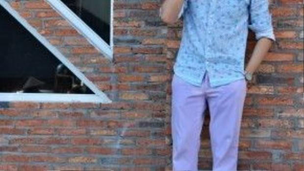 Hiếm hoi lắm, ống kính chúng tôi bắt gặp được một anh chàng ăn mặc hào hoa, nền nã như thế này.