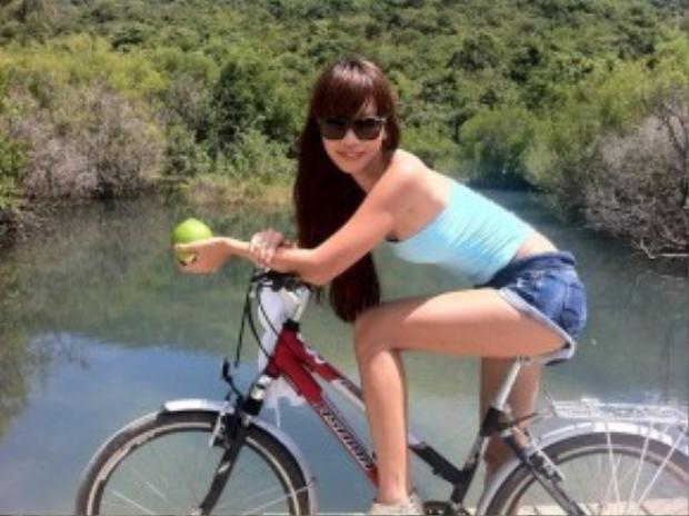 Là một người yêu thích vận động nên xe đạp cũng không thể thiếu trong danh sách các loại hình phương tiện Hà Anh từng sử dụng. Cô thường dùng xe đạp để di chuyển giữa những địa điểm gần nhau trong các chuyến đi của mình, đặc biệt là những nơi có cảnh sắc hữu tình, cần từ tốn chiêm ngưỡng.
