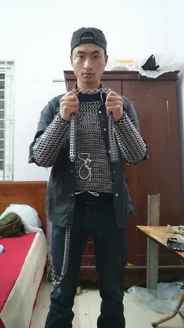 Xu hướng mặc áo giáp giữa thời bình: Báo động văn hóa bạo lực xã hội