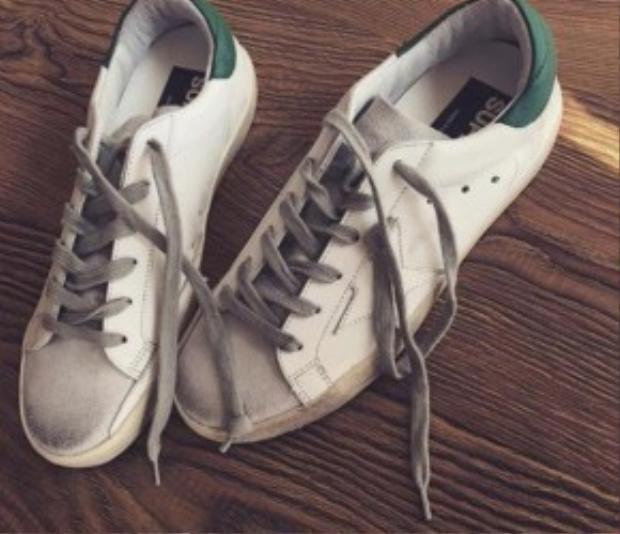 Đôi giày tạo nên cơn sốt này được bán với giá 11 triệu đồng.