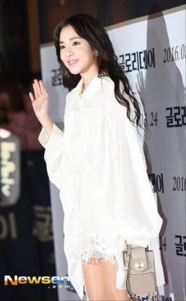 Trên các diễn đàn, cộng đồng fan của 2NE1 nói chung và Dara nói riêng đã để lại hàng ngàn bình luận thể hiện sự bất ngờ, sửng sốt cũng như phấn khích tột độ khi thấy cô ca sĩ trong hình ảnh như vậy. Có thể thấy, dù đã rất lâu không hoạt động ca hát nhưng độ hot của cái tên Dara vẫn chưa bao giờ giảm nhiệt.