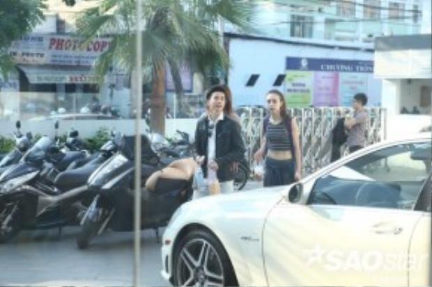 S.T xuất hiện thân mật cùng MLee và Hồng Quế.