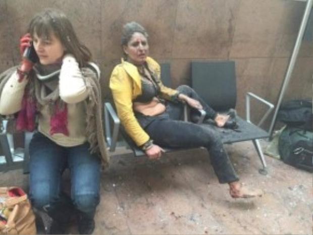 Trong sân bay, thi thể các nạn nhân xấu số và người bị thương được tìm thấy ở khắp mọi nơi.