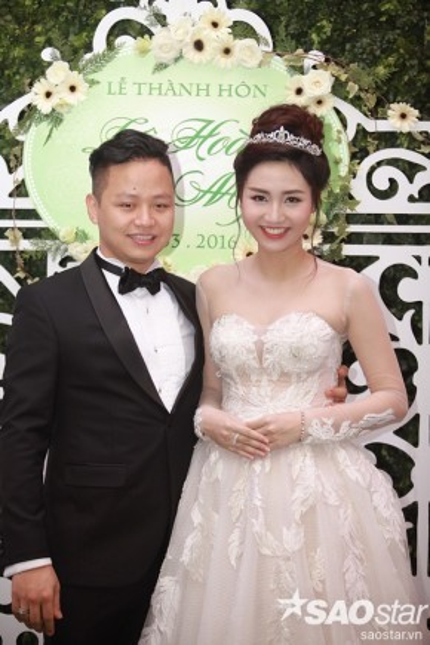 Trà My hạnh phúc trong tiệc cưới tại Hà Nội.