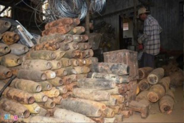 Một kho phế liệu chiến tranh ở huyện triệu Phong từng dự trữ hàng trăm vỏ bom.