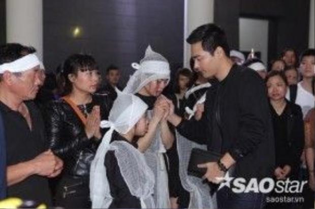 NSND Tự Long, nghệ sĩ hài Xuân Bắc và MC Phan Anh gửi lời chia buồn, động viên gia đình.