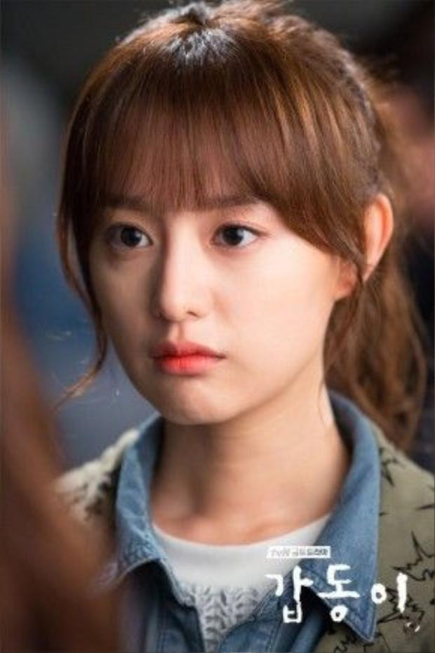 Với mái tóc như trong phim Gap Dong, son môi màu cam sẽ là chọn lựa khá hoàn hảo.