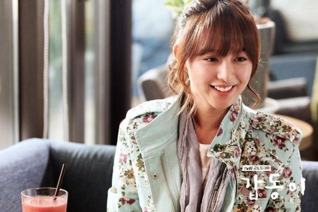 Ngất ngây trước style tóc vô cùng ngọt ngào của Kim Ji Won qua các bộ phim