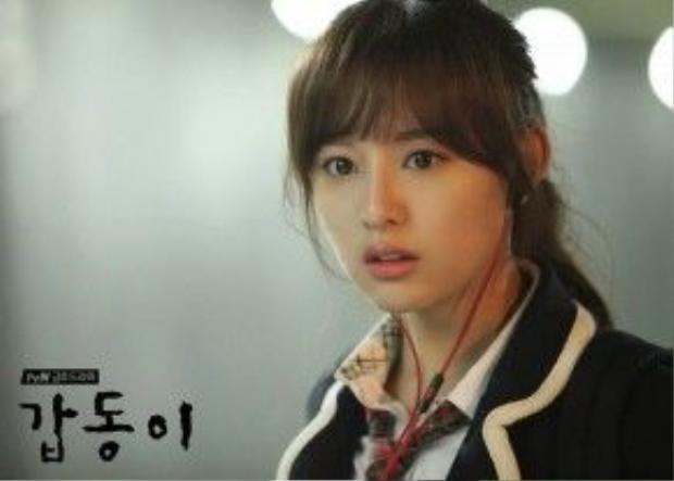 Kiểu tóc mái xéo Nhật Bản đã từng làm mưa làm gió một thời gian được cô nàng áp dụng cực hiệu quả.