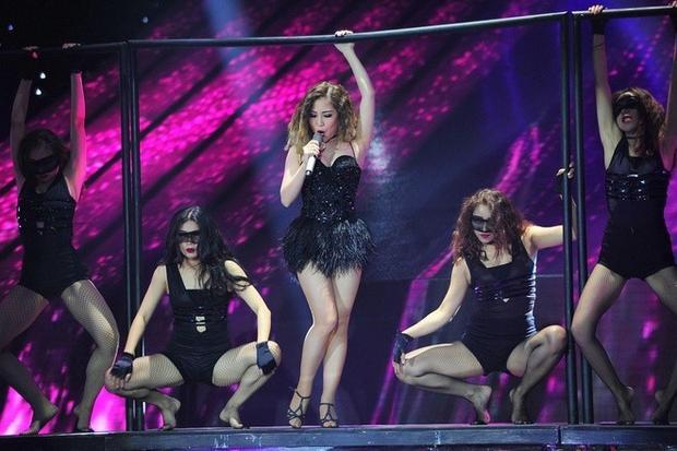 Hành trình ấn tượng từ quán quân The Voice đến giải vàng The Remix của Hương Tràm