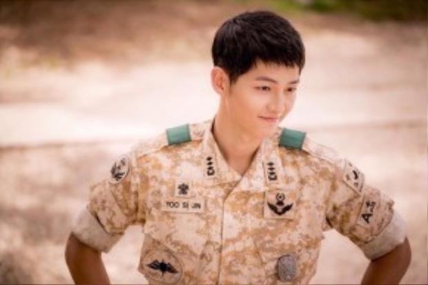 Đại úy Yoo Si Jin ngày càng phủ sóng rộng khắp, không chỉ trên màn ảnh nhỏ mà còn cả trên đề thi và bài giảng trong các trường học.