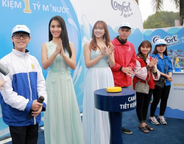 Hari Won gợi cảm, Ái Phương đẹp duyên dáng tại Thanh Hóa