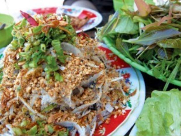 Không khó để tìm ra địa chỉ của các quán bán gỏi cá. Chỉ cần đi về hướng trung tâm Biên Hòa, đến trụ sở phường Tân Mai, hỏi tiếp đường vào là sẽ gặp.