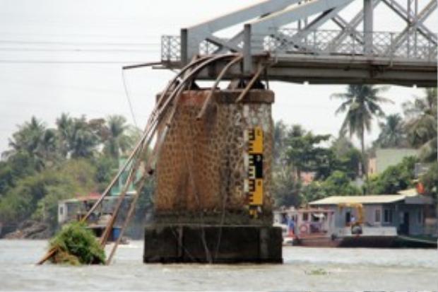 Cầu Ghềnh đổ sập