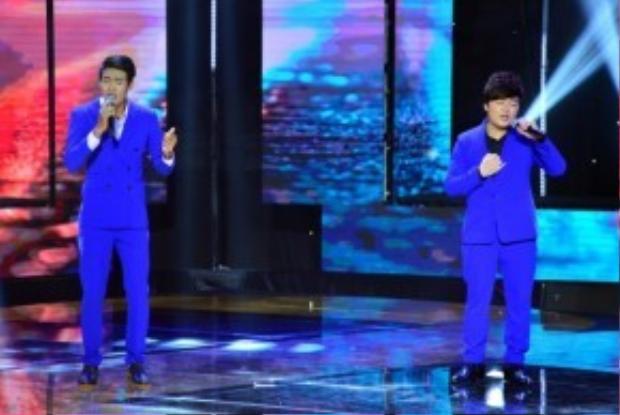 Cặp đôi Mai Trọng Linh và Hoàng Thuận cùng thể hiện ca khúc Đêm tóc rối với phần luyến láy ăn khớp nhau.