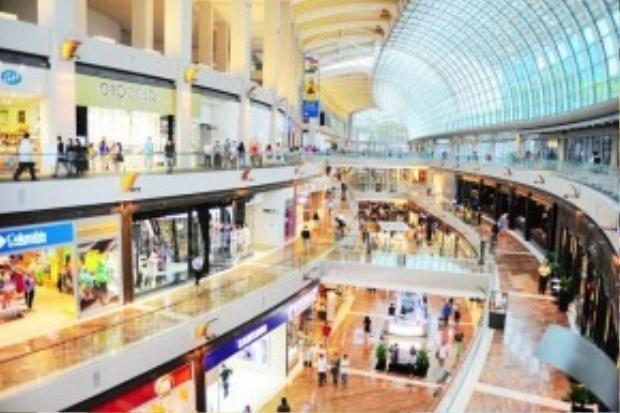 Một trong những trung tâm thương mại lớn ở Singapore.